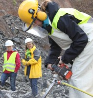 SchülerInnen bestimmen aus Gesteinsproben das Magnetfeld vor mehr als einer Million Jahren