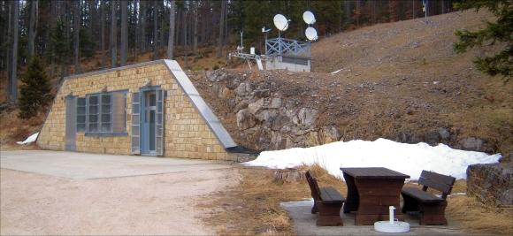 Der Eingang seismisch - gravimetrische Observatorium (SGO) am Conrad Observatoriums. © ZAMG Geophysik