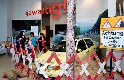 Gewaltig_ Ausstellung_Eingang_Museum-Niederoesterreich-Lackinger