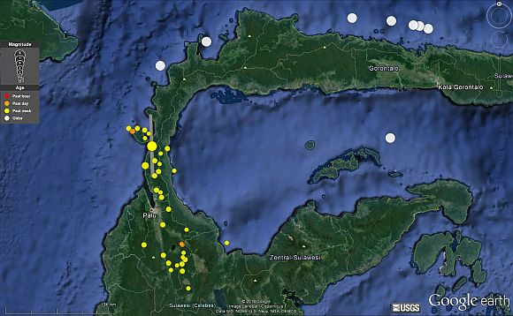 Schweres Erdbeben und Tsunami in Indonesien